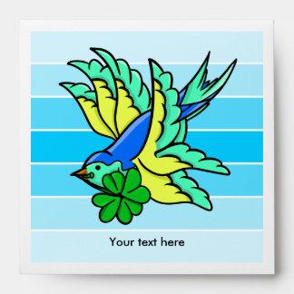 Pájaro de vuelo afortunado del trébol de cuatro sobres