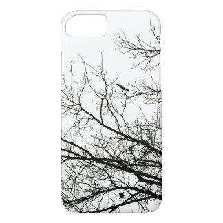 Pájaro de vuelo de la silueta del árbol funda iPhone 7