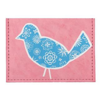 Pájaro decorativo con los modelos en fondo rosado tarjeteros tyvek®
