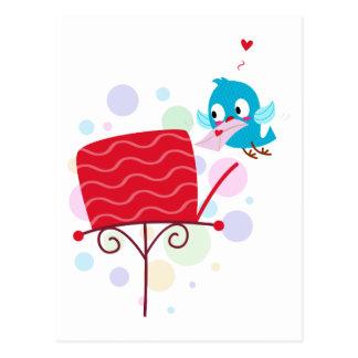 Pájaro del amor que envía la letra tarjetas postales