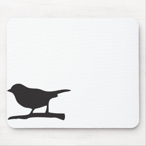 Pájaro del gorrión y silueta negra y blanca de la  alfombrilla de ratón