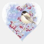 Pájaro del invierno a través de la ventana Nevado. Pegatina Corazon Personalizadas