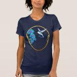Pájaro del tarareo en camiseta enmarcada azul