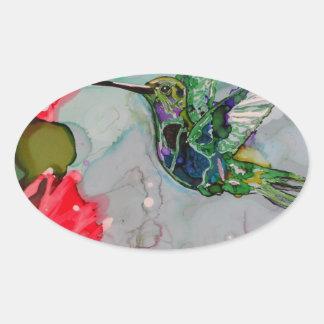 Pájaro del tarareo y flores rojas pegatina ovalada