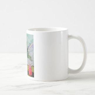 Pájaro del tarareo y flores rojas taza