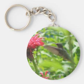 Pájaro del tarareo y una flor roja llavero personalizado
