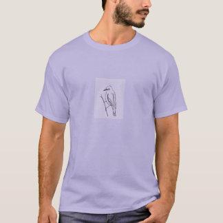 Pájaro en las camisetas de una rama