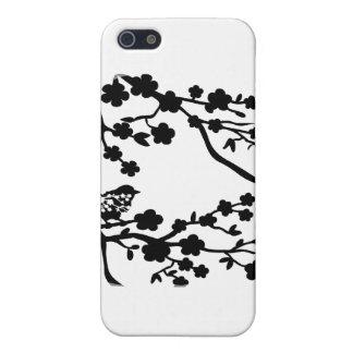 Pájaro en negro del árbol iPhone 5 carcasa
