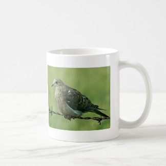 """Pájaro en paloma de un alambre"" Taza Clásica"