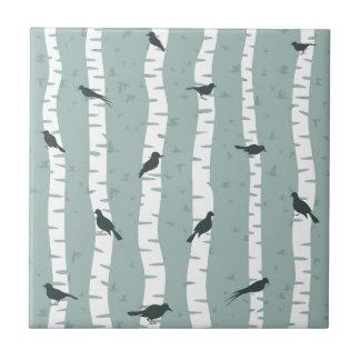 Pájaro en un abedul azulejo cuadrado pequeño