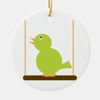 Pájaro en un ornamento de la perca adorno