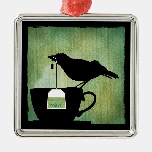 Pájaro en un ornamento de la taza de té adorno navideño cuadrado de metal