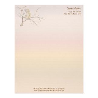 Pájaro en un papel con membrete del árbol {arco ir plantillas de membrete