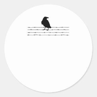 Pájaro en una camiseta del alambre pegatina redonda