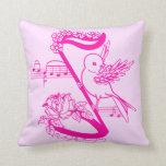 Pájaro en una nota musical con rosa de las flores almohadas