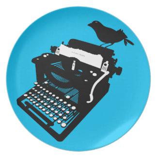Pájaro en una placa de la máquina de escribir (fon plato para fiesta