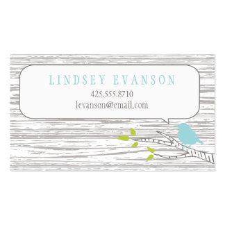Pájaro en una tarjeta de visita de árbol de abedul