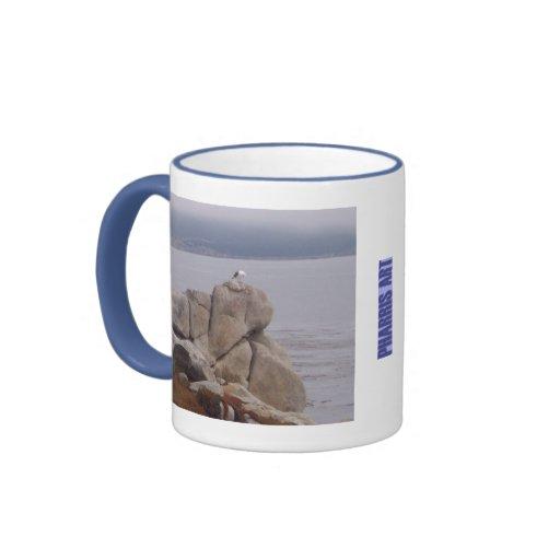 Pájaro en una taza de la roca