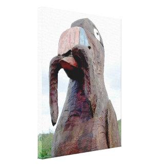 Pájaro enorme con el gusano en pico lienzo envuelto para galerías