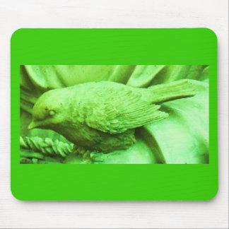 Pájaro estatuario de la cal alfombrillas de ratones