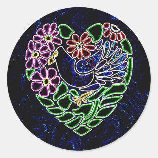 Pájaro gótico en corazón pegatina redonda