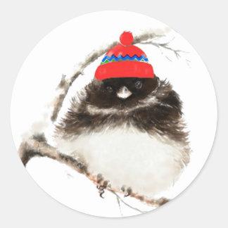 Pájaro lindo del invierno en el gorra, navidad, pegatina redonda