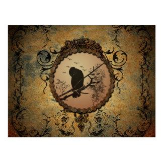 Pájaro maravilloso en un círculo hecho del metal tarjeta postal