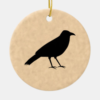Pájaro negro del cuervo en un modelo del pergamino ornamento de navidad