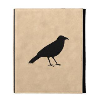 Pájaro negro del cuervo en un modelo del pergamino