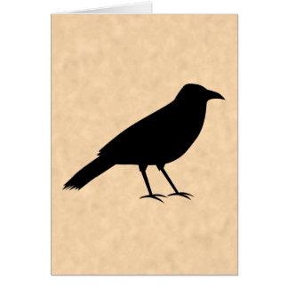 Pájaro negro del cuervo en un modelo del pergamino tarjeta de felicitación