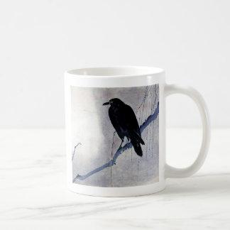 Pájaro negro del cuervo taza clásica