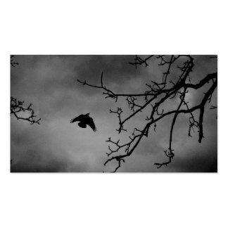 Pájaro oscuro en vuelo tarjetas de visita