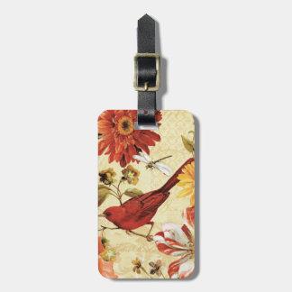 Pájaro rojo en un jardín de flores etiquetas maleta