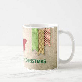 Pájaro rojo y navidad modelado de las cintas taza