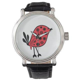 Pájaro rojo y negro en un reloj negro