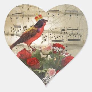 Pájaro rojo, y rosas en la hoja de música del pegatina en forma de corazón