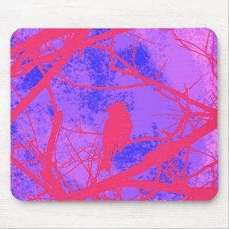 Pájaro rosado colorido tapetes de raton