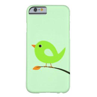 Pájaro verde en rama funda para iPhone 6 barely there