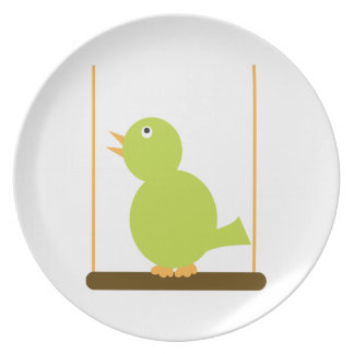 Pájaro verde en una placa de la perca platos de comidas