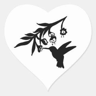 Pájaro y flor del tarareo pegatina en forma de corazón