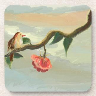 pájaro y un práctico de costa del rosa rojo posavasos