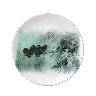Pájaros asiáticos del arte en una rama de las glic plato de cerámica