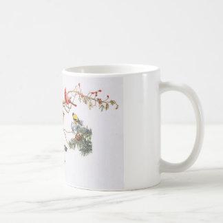 Pájaros cantantes en un ala con la ardilla taza de café