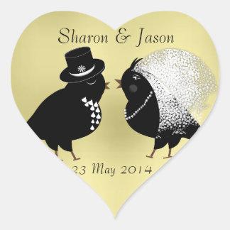 Pájaros caprichosos lindos del amor de novia y del pegatina en forma de corazón