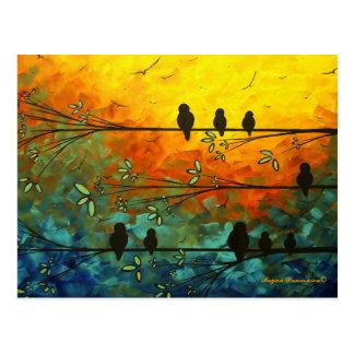Pájaros caprichosos únicos en una postal de la
