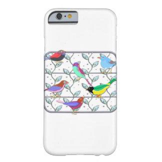 Pájaros coloreados brillantes en un enrejado funda de iPhone 6 barely there