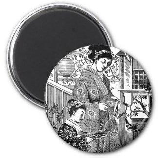 Pájaros de alimentación japoneses de la mujer y imán redondo 5 cm