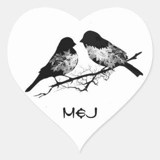 Pájaros de encargo del amor del nombre o del monog calcomanía de corazón personalizadas