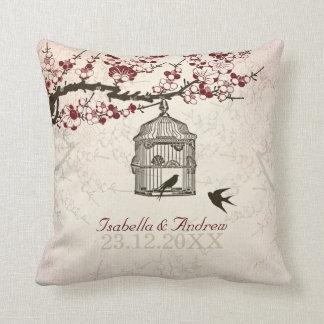 Pájaros de la flor de cerezo y del amor cojín