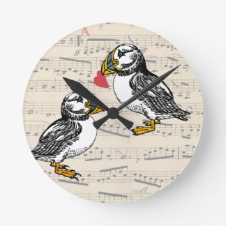 Pájaros de la tarjeta del día de San Valentín del Reloj Redondo Mediano